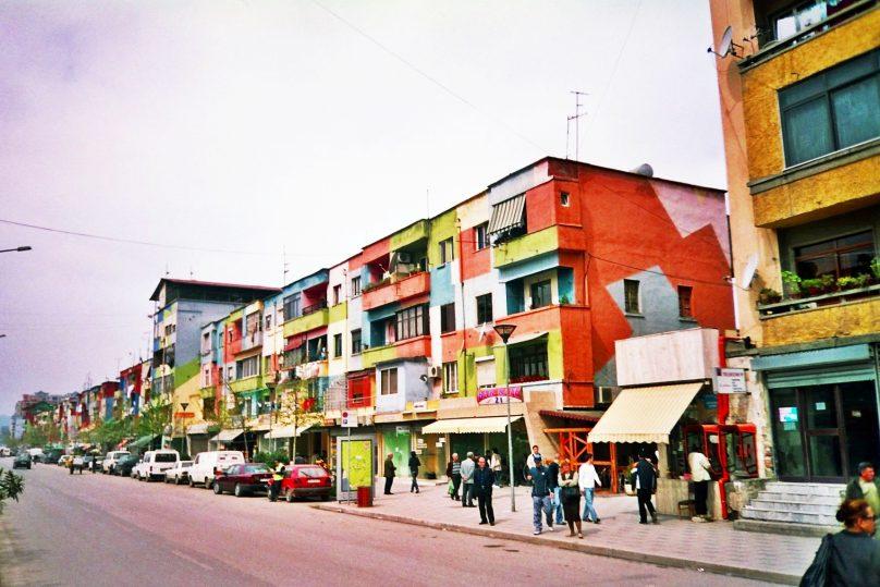 Edificios coloristas (Tirana, Albania)