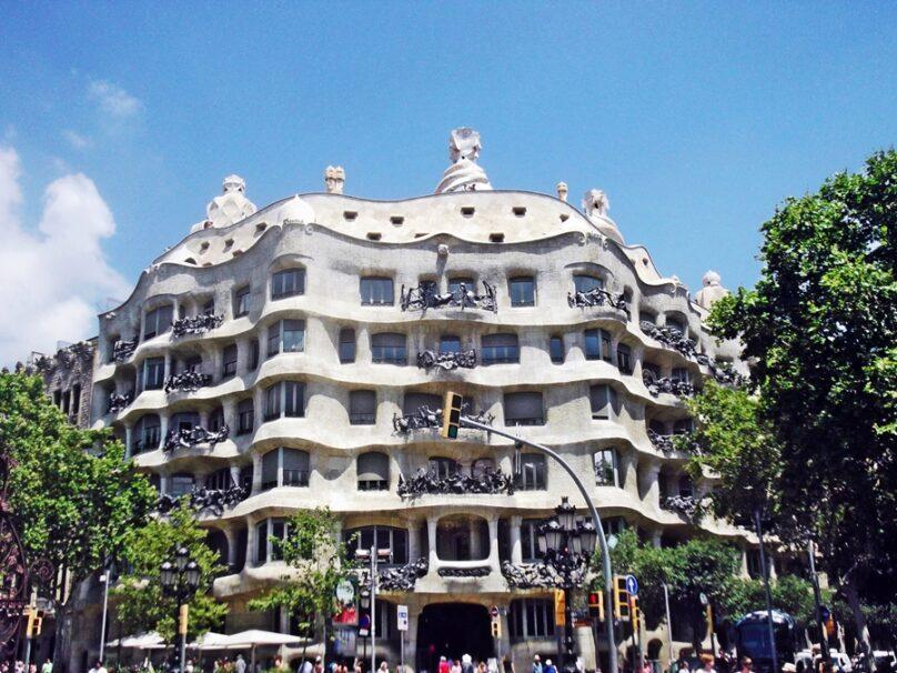 Casa Milà (Barcelona, Cataluña)