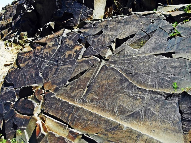 Petroglifos de Tamgaly (Provincia de Almaty, Kazajstán)
