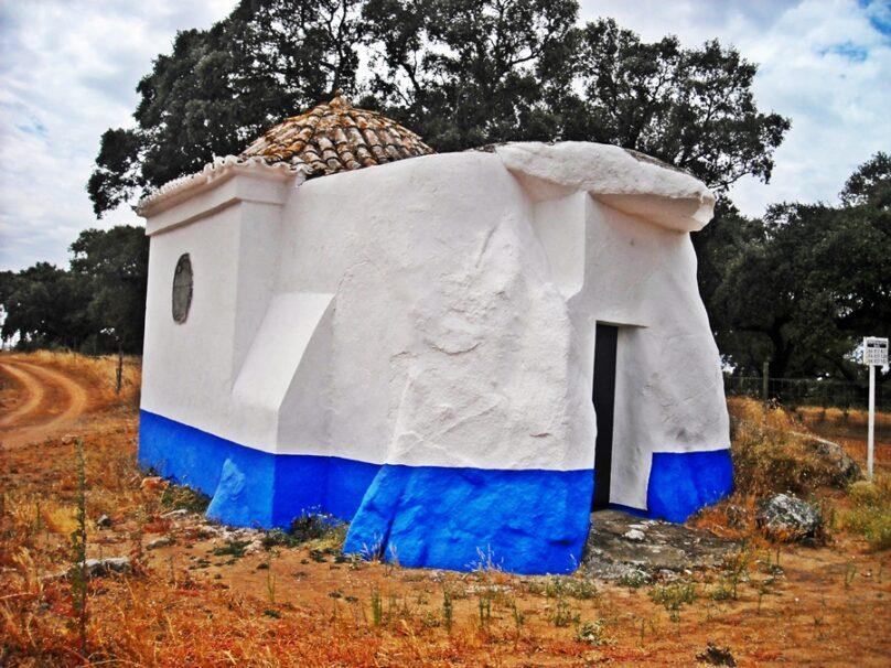 Dolmen-capilla de São Brissos (Distrito de Évora, Portugal)