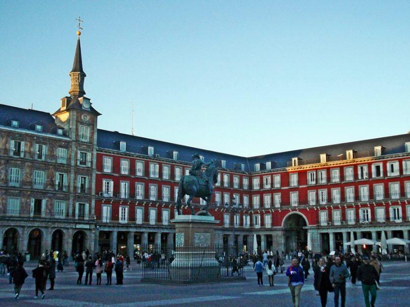 10 plazas madrileñas de obligada reseña