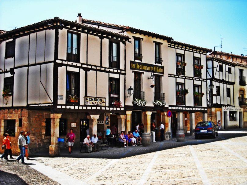 Plaza de Doña Urraca (Covarrubias, Castilla y León)