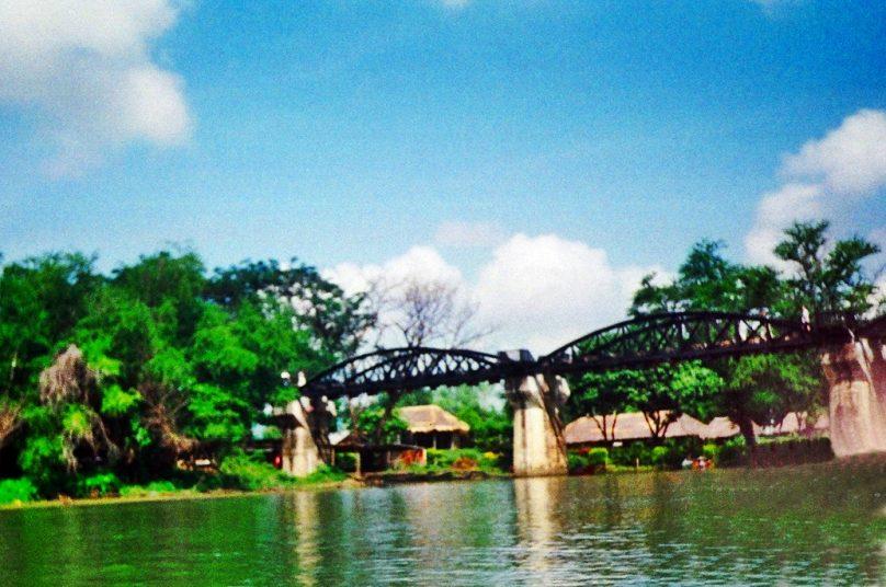 Puente sobre el río Kwai (Provincia de Kanchanaburi, Tailandia)