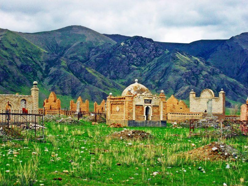 Cementerio de Tuura Suu (Región de Issyk-Kul, Kirguistán)