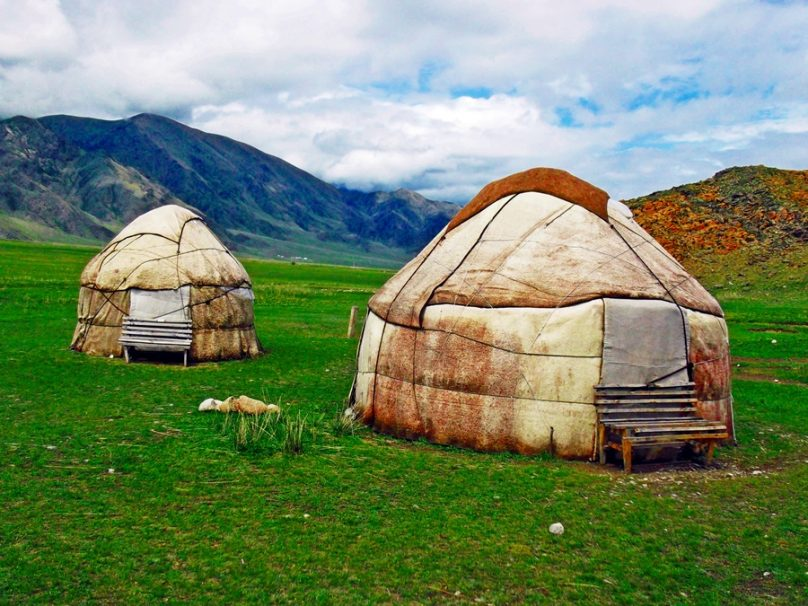 Yurtas kirguisas (Kirguistán)