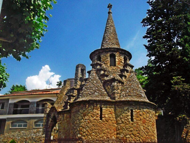 Capilla de Sant Miquel de la Roqueta (Ripoll, Cataluña)