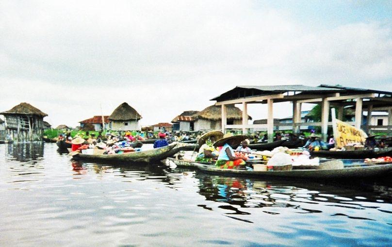 Mercado flotante (Ganvié, Benín)